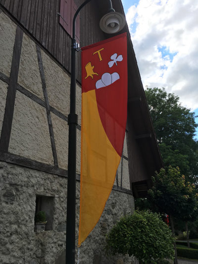 Beflaggung der Gemeinde Dagmersellen LU durch Art Fahnen AG