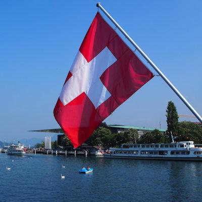 Art Fahnen AG: Schweizerfahnen appliziert